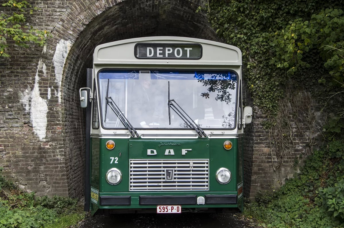 Autobus DAF 72 devant le tunnel de Berlieren