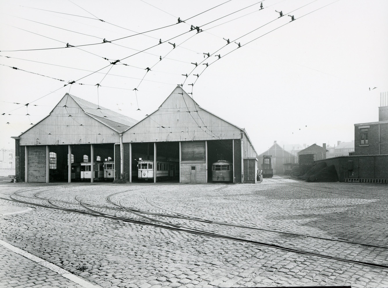 Le dépôt de Natalis durant la Seconde guerre mondiale ; il deviendra bien plus tard le Musée des Transports