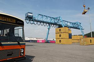 A la découverte du Port autonome de Liège en autobus ancêtre - Festival de promenade